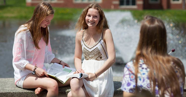 Успеть до осени: летние школы на август