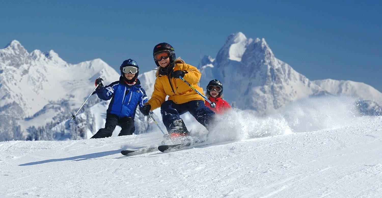 Швейцарские Альпы и английская классика: 4 программы на зимние каникулы для детей