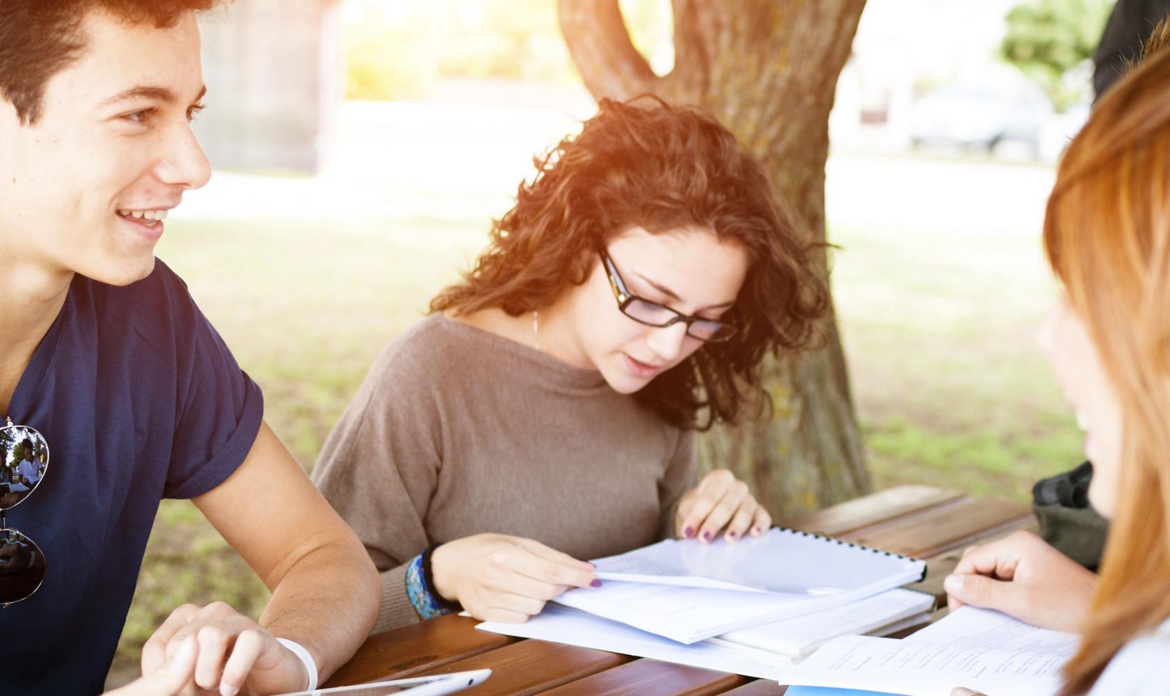 10 вопросов, которые волнуют  родителей старшеклассников