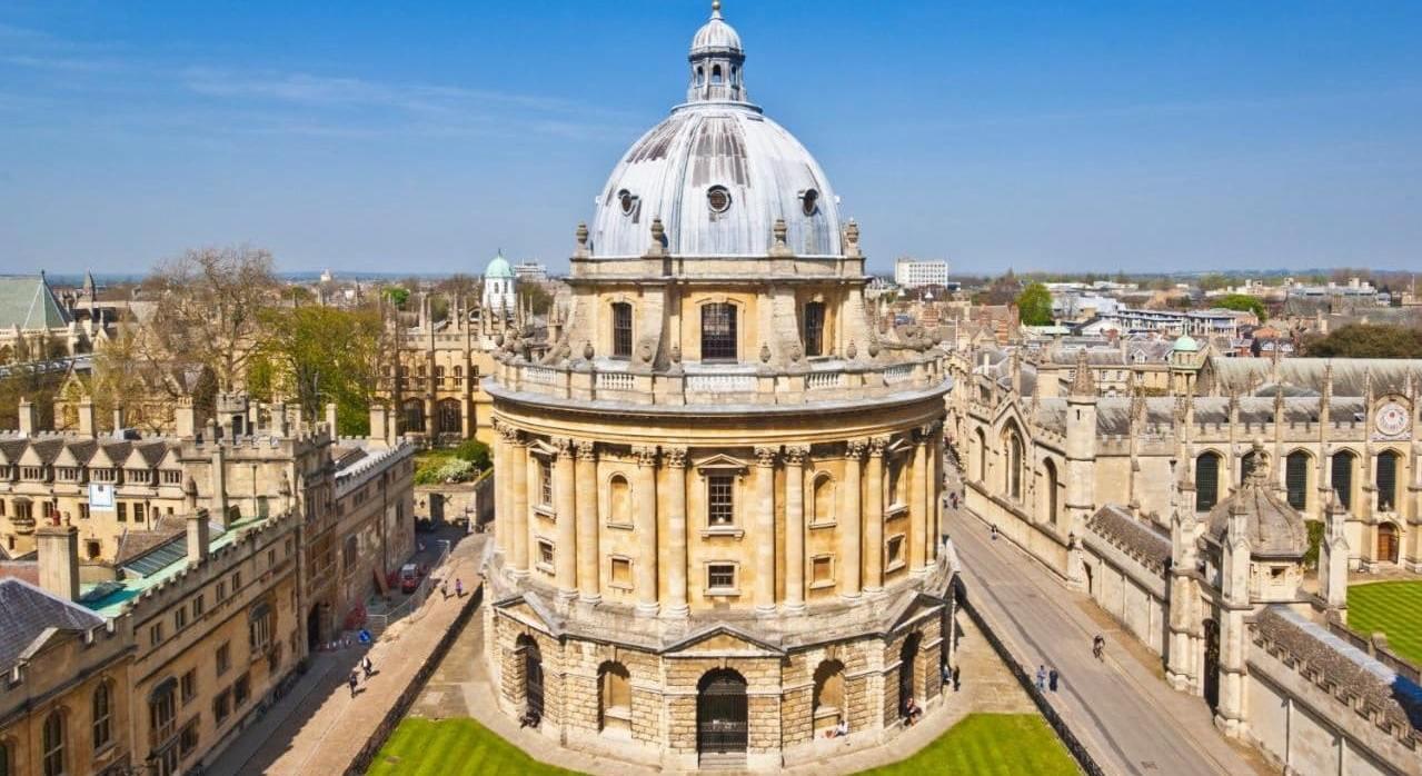 Дружба размером с Англию: Вика и Настя ведут прямой репортаж из Oxford University
