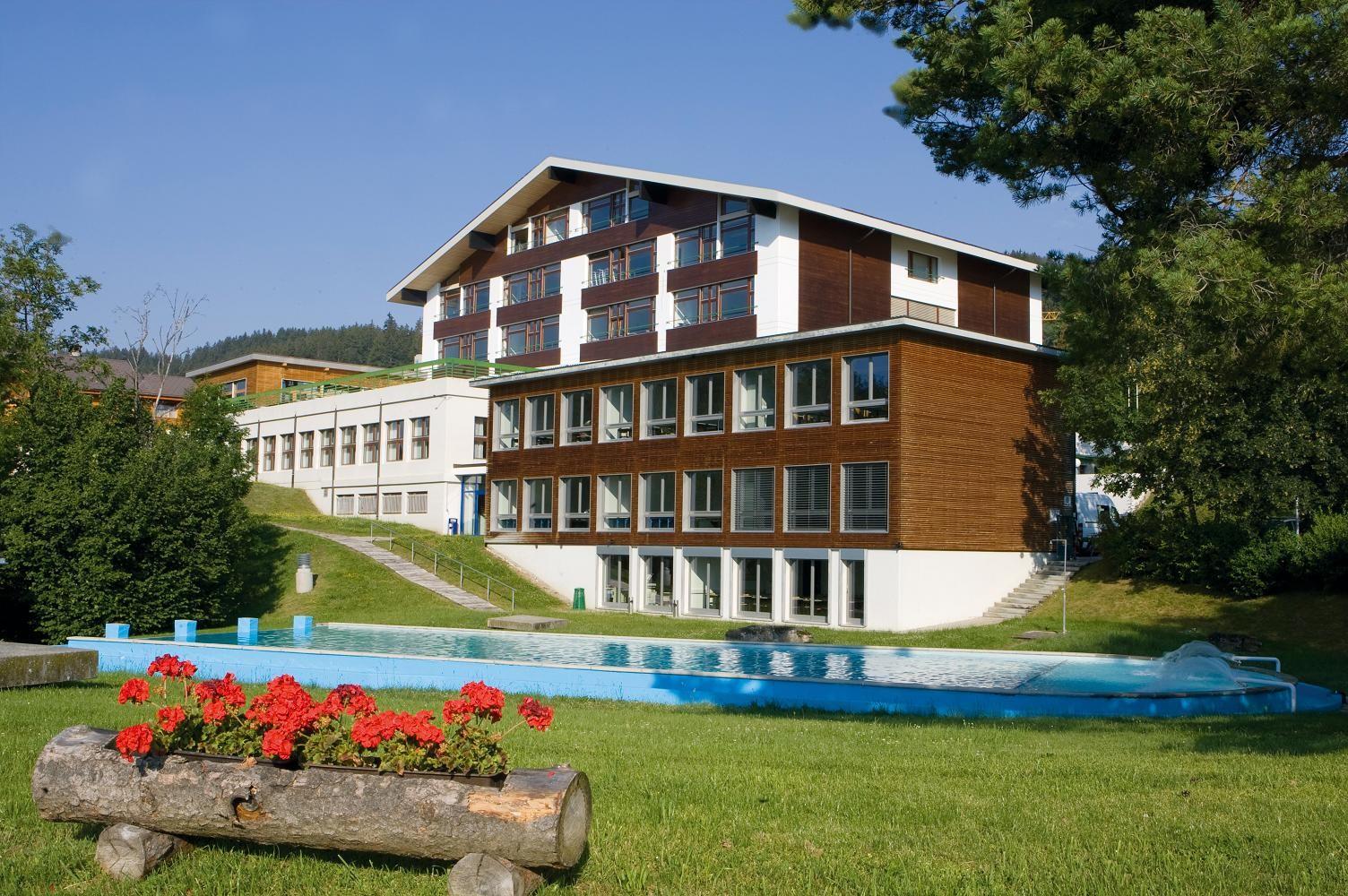Les Roches International School of Hotel Management - стоимость ...