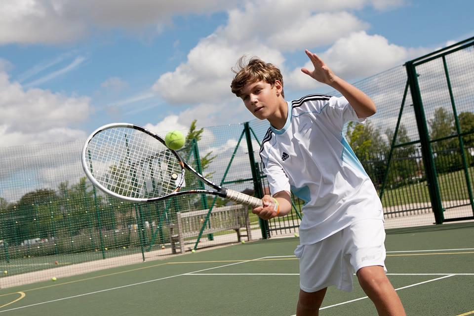 Спорт: верховая езда, теннис, футбол, гольф, танцы, серф, парусный спорт