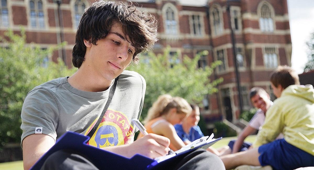 The Leys School: Подготовка к университету