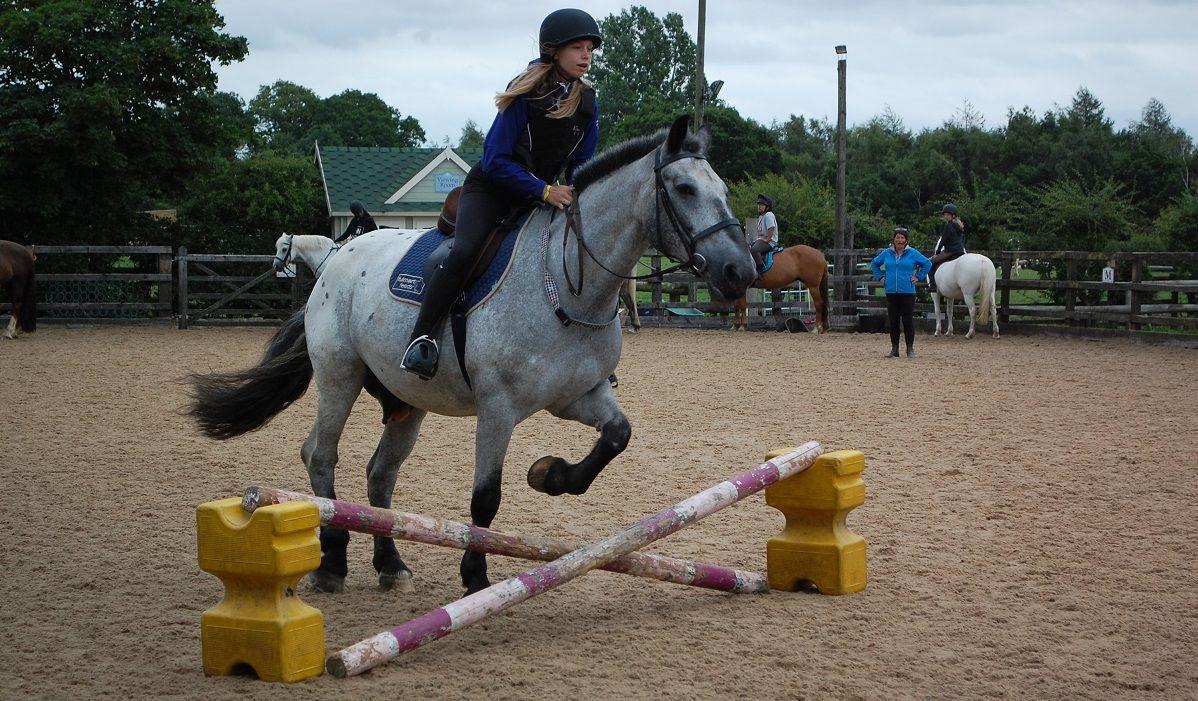 Village Camps UK: Верховая езда