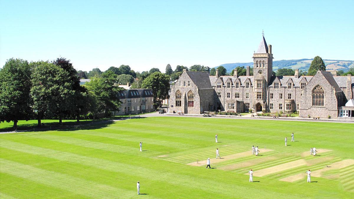 Taunton School International: Естественные науки, технологии и инженерия