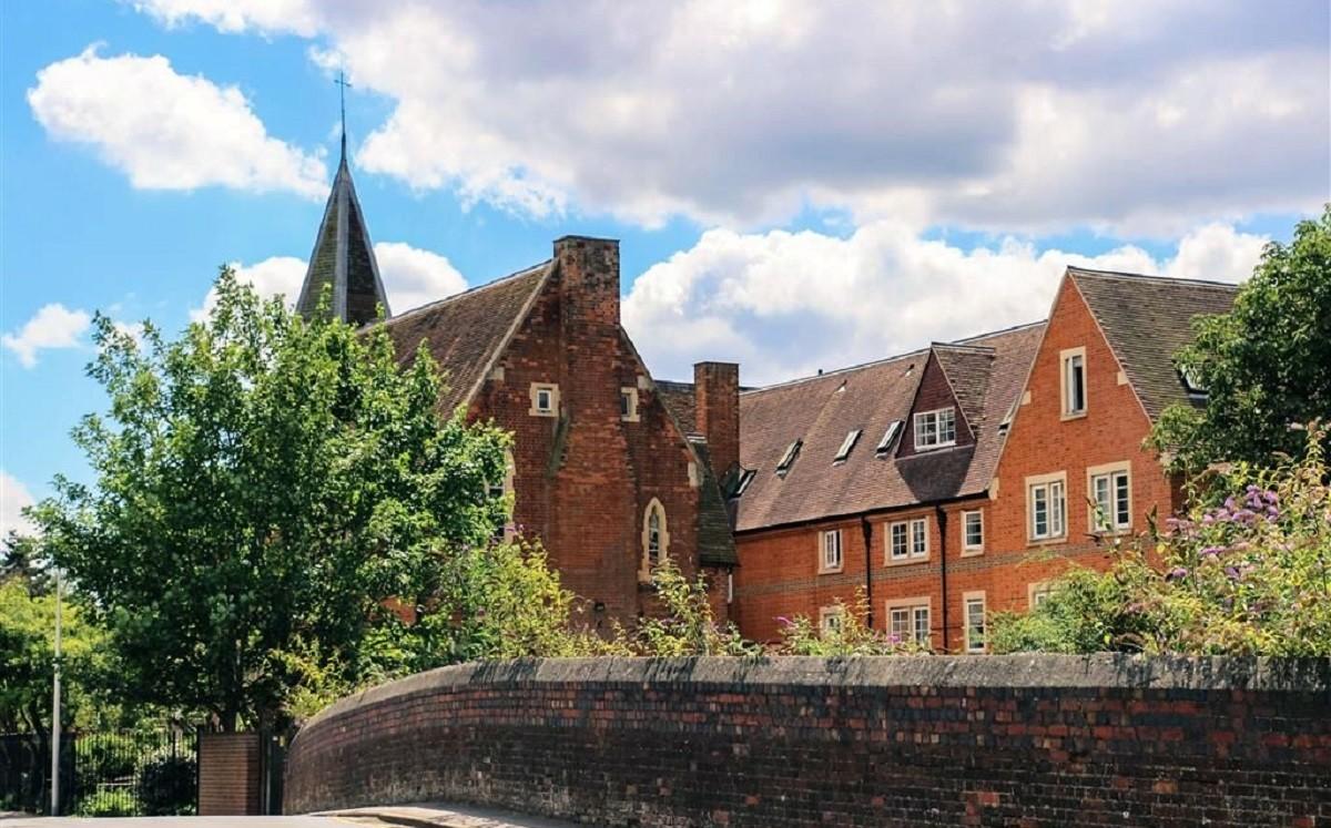 Newbury Hall: Интенсивный курс английского языка, подготовка к IELTS