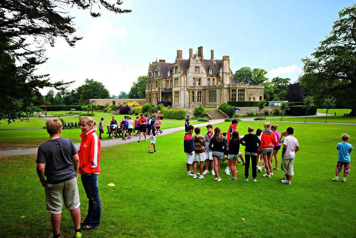Clayesmore School: Английский + музыка/танцы