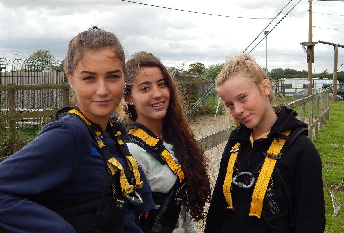 Adventure Camps in the UK: Лагерь приключений