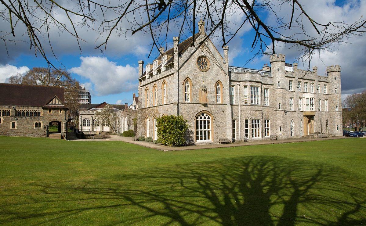 Wycombe Abbey: английский язык + спорт и отдых