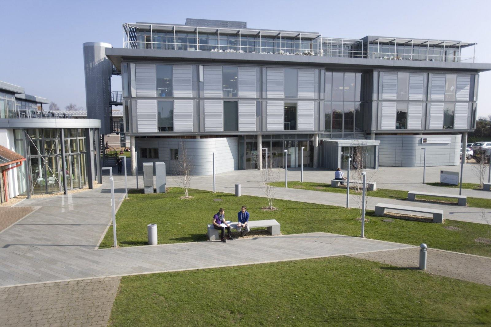 Анимация в Arts University Bournemouth: стажировки и реальные проекты