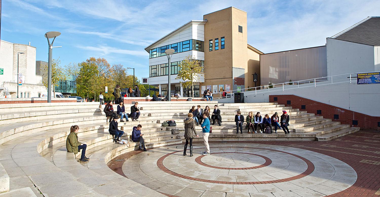 Год на Foundation при University of Warwick