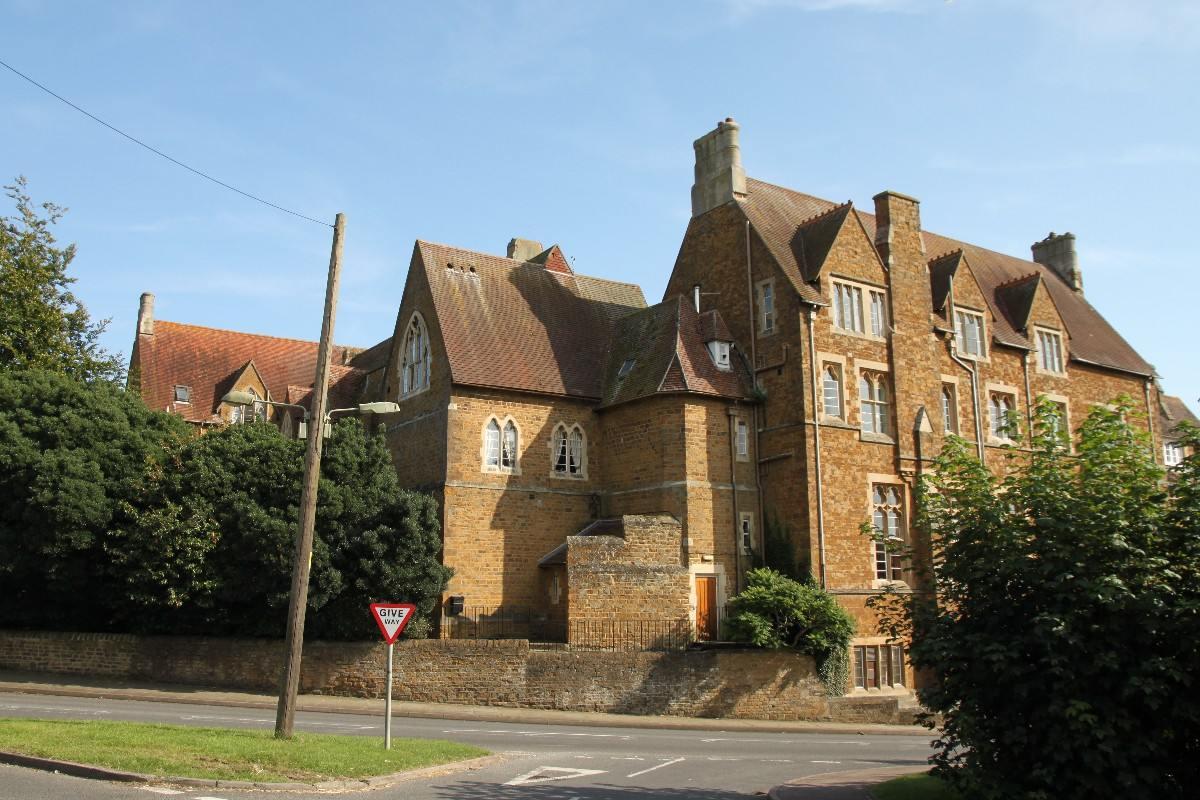 Летние каникулы в Bloxham School